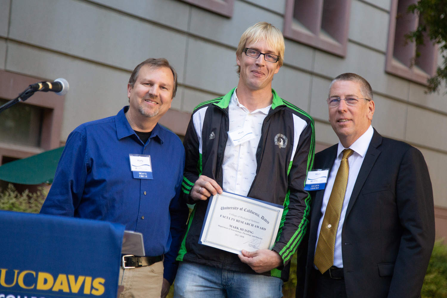 Mark Huising poses with research award