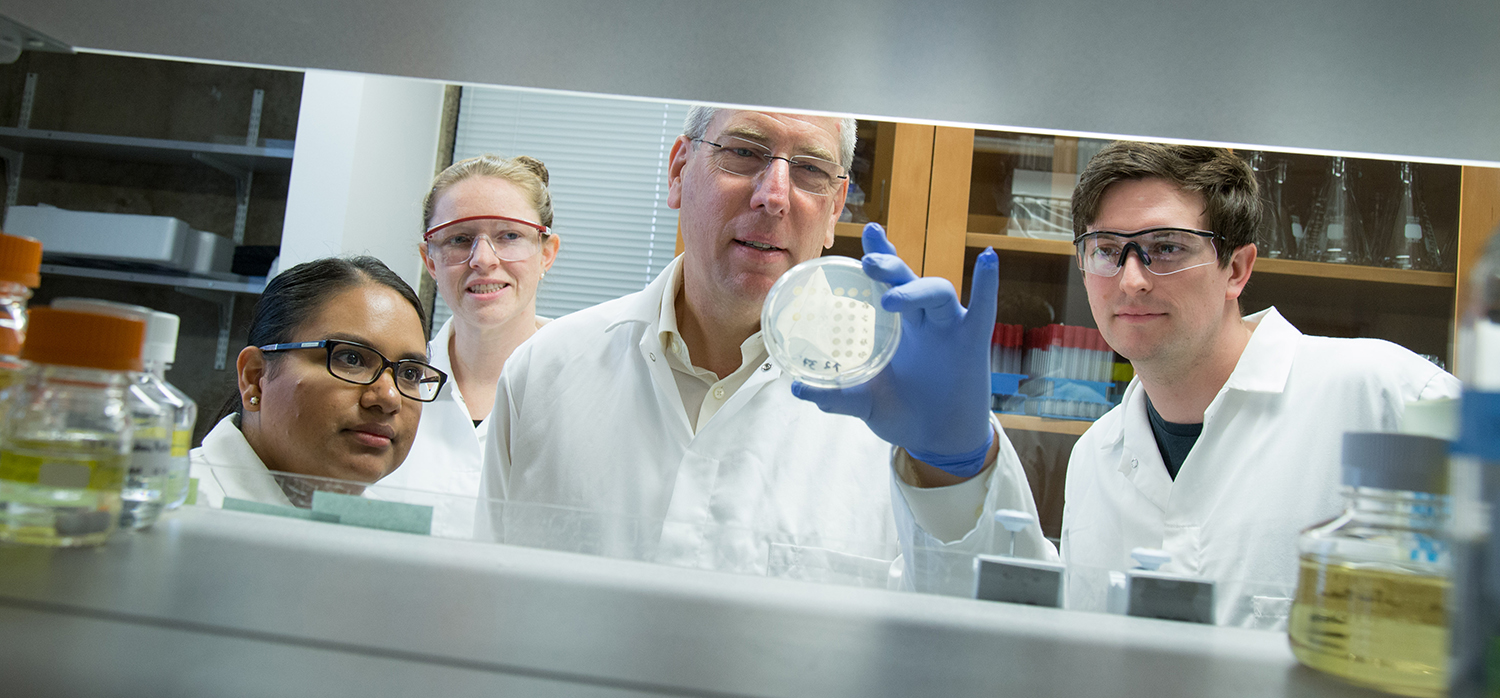 Mark Winey and Students in Lab