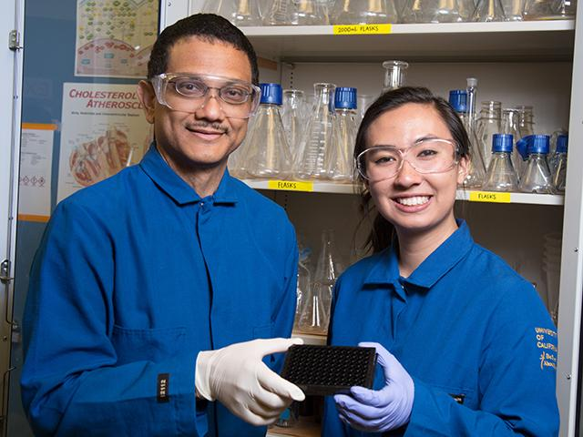 Undergraduate researcher with faculty member